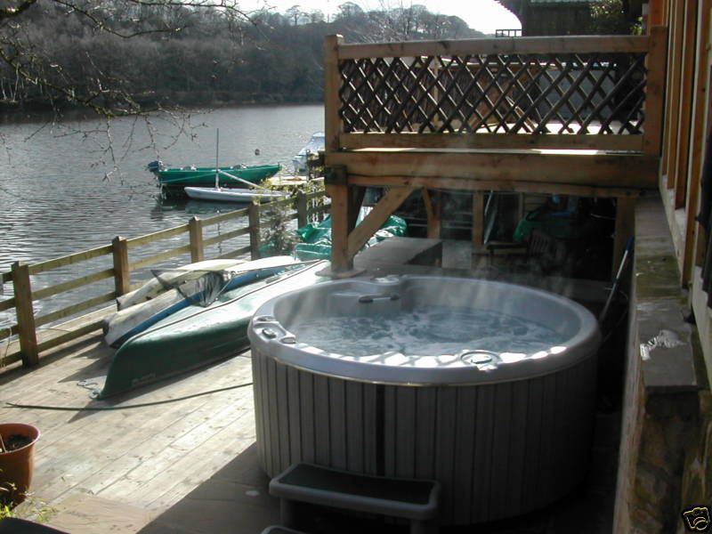 Cool Cabin Hot Tub