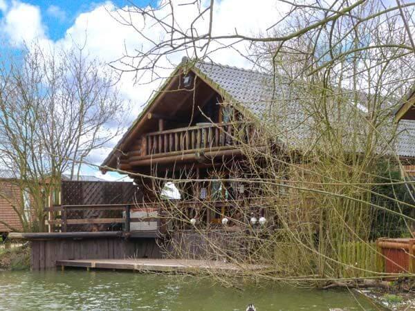 Woodpecker lodge tattershall lake