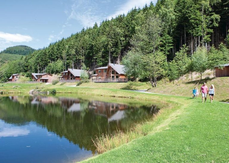 penvale lake lodges north wales setting